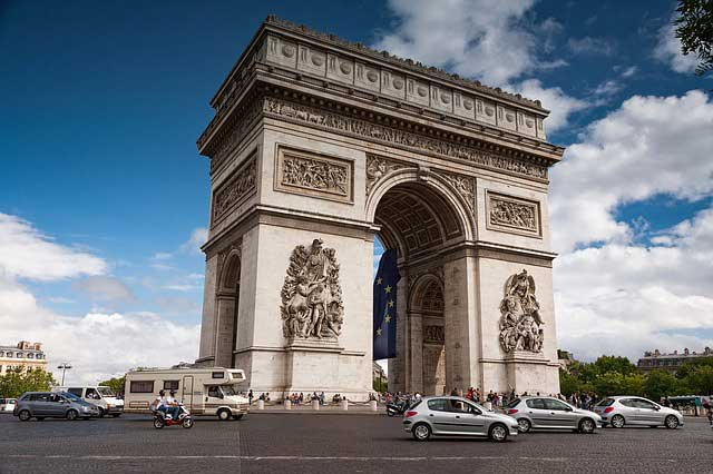 christo-arc-de-triomphe